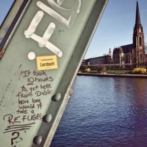 Frnkfurt_refugee_graffitti_Fotor